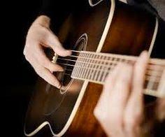 ujur, menurut saya orang yang bisa bermain gitar mempunyai nilai lebih tersendiri di pandangan saya. Maka banyak sekali orang yang ingin belajar gitar, karena menurut orang-orang pun gitar adalah salah satu alat musik paling keren selain piano.. Asik. Rizalzalle: Tips Cara Belajar Gitar Yang Efektif