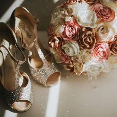 Loved everything in this wedding specially the diy bouquet and the sparkly shoes!! So much personality shown in this little details  #bolivianweddingphotographer #pklwedding #pklfotografia #weddingphotographer #weddingphotography #vintageweddingdetails #diybouquet #fabricflowers #diyflowers #pinkwedding #weddingshoes #shadowandlight