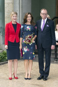Crown Princess Mary with the Danish Minister for Higher Education and Science, Sofie Carsten Nielsen, and the chairman of the Carlsberg Group, Flemming Besenbacher.