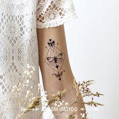 Cet ensemble comprend : papillon tribal x 1pcs Dimensions : 9cm (hauteur) >>> mode demploi 2. Placez le tatouage à lenvers sur la zone souhaitée il