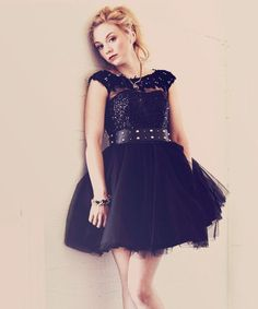 Exclusive Interview With Emily Kinney! Actress Emily Kinney talks to Glamoholic magazine about the new season of The Walking Dead, her passion for music and her celebrity crushes. The Walking Dead, Beth Greene Walking Dead, Emily Kinney Walking Dead, The Cw, Emmy Kinney, Divas, Lauren Cohen, Lil Black Dress, Tony Bowls
