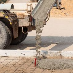 We tagged along with a professional mason to learn how to pour a perfect concrete slab. It's not rocket science, but preparation is key. Concrete Walkway, Mix Concrete, Concrete Forms, Poured Concrete, Concrete Projects, Smooth Concrete, Concrete Footings, Driveway Paving, Concrete Overlay