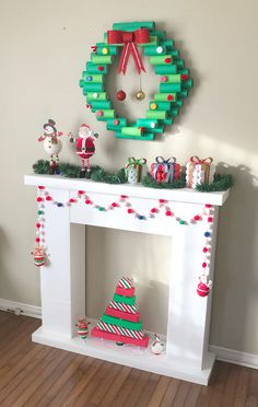 icu ~ How To DIY A Christmas Fireplace From Cardboards Diy Christmas Decorations Easy, Christmas Crafts For Kids, Felt Christmas, Christmas Projects, Christmas Home, Holiday Crafts, Christmas Holidays, Christmas Wreaths, Christmas Ornaments