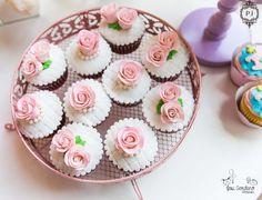 Cupcake flores e rosas para decoração de Festa Carrossel Encantado por Patrícia Junqueira.