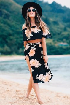 When you feel you need more summer diversity in your outfits, just add this one to your collection. Cute Beach Outfits, Chic Outfits, Summer Outfits, Fashion Outfits, 2017 Outfits, Hipster Outfits, Fashion Ideas, Fashion Group, Girl Fashion