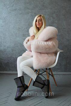 Big Fur Hood Coat, Fox Fur Coat, Fur Coats, Fabulous Fox, Fur Clothing, Cute Jackets, Sexy Boots, Fur Fashion, Fur Jacket