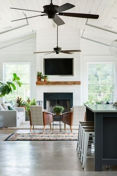 Kitchen Living Rooms The best sleek and modern ceiling fans for the perfect modern farmhouse home. - The best sleek and modern ceiling fans for the perfect modern farmhouse home. My Living Room, Home And Living, Living Spaces, Barn Living, Kitchen Living, Small Living, Modern Farmhouse Living Room Decor, Farmhouse Style, Cottage Style