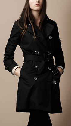 Classic Burberry Trench (perfect)