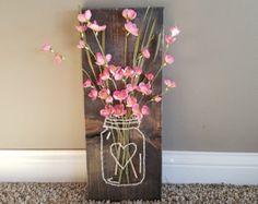 Mason Jar String Art with Artificial Flowers Wall di BizzyBodyCo