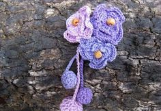 Broches de ganchillo: Fotos de diseños - Broche de ganchillo en color azul y lila