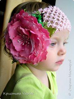 Flor de raso y tul,  confeccionada a mano