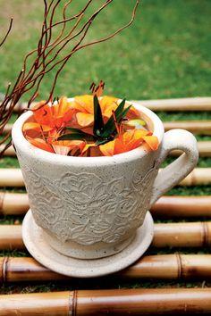 Decoupage em cerâmica. Caneca e vaso de flores