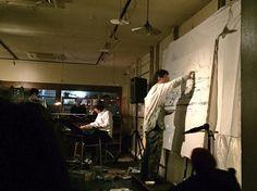 昨日の最後の用事。近藤康平さんの個展イベント、行ってきました。1部は近藤さんの朗読に合わせてシュンスケさんがピアノを、2部はシュンスケさんのピアノに合わせて近藤さんが絵を。1000年ピアノすてきだった。2人の作った絵本読んでみたい。