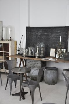 10 Awesome Industrial Vintage Decor Ideas For A Brick & Steel Living Space Vintage Industrial Design No. Industrial Chic, Industrial Design Furniture, Vintage Industrial Furniture, Industrial House, Industrial Interiors, Furniture Design, Industrial Decorating, Furniture Plans, Industrial Industry
