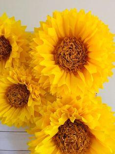 Sunflower Home Decor, Giant Sunflower, Sunflower Crafts, Sunflower Party, Paper Sunflowers, Graduation Party Themes, Fabric Backdrop, Birthday Diy, Birthday Ideas