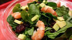 SHRIMP SPINACH SALAD: Ανάμεικτη σαλάτα από φρέσκο σπανάκι, ρόκα, γαρίδες, αβοκάντο και cranberries. Συνοδεύεται με Balsamic vinaigrette.