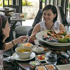 #Bali. Have you ever heard Balinese Megibung eating tradition? We've tried it at @Kunyit_Resto. Check out our new blog post please enjoy & share it. Thank you