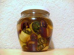 Das perfekte Auberginen- und Zucchini-Röllchen mit Knoblauch, in Öl eingelegt-Rezept mit einfacher Schritt-für-Schritt-Anleitung: Die Marinade Die…