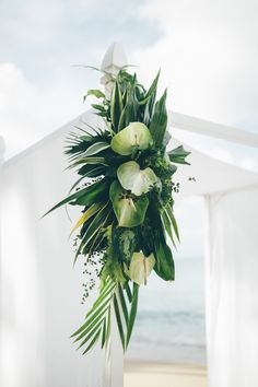 Tropical wedding floral arrangement | Image by Amber Phinisee