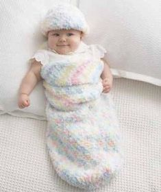 A crochet cocoon pattern will surely look super cute on your babies. Besides looking extra adorable, a crochet cocoon is also very functional. It is going to make your baby really warm and comfortable. Baby Knitting Patterns, Baby Patterns, Crochet Patterns, Loom Knitting, Free Knitting, Knitting Beginners, Vintage Patterns, Crochet Ideas, Stitch Patterns
