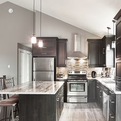 popular kitchen color scheme ideas for dark cabinets 00032 ~ Gorgeous House Shaker Kitchen Cabinets, Kitchen Cabinet Remodel, Condo Kitchen, Kitchen Dinning, Kitchen Decor, Kitchen Layout, Popular Kitchen Colors, 1970s Kitchen Remodel, Kitchen Colour Schemes