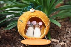 Free Felt Patterns and Tutorials: Free Felt Pattern > Mouse in a Pumpkin House