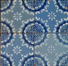 Hidraulic tiles in blue