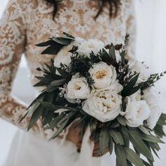 awesome 42 Wonderful Winter Wedding Bouquets Ideas You Will Love  http://viscawedding.com/2017/12/09/42-wonderful-winter-wedding-bouquets-ideas-will-love/