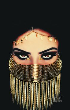 Ideas for intense eyes with gold and black Model: Glooksbme Face veil from… Arabian Makeup, Arabian Beauty, Dark Beauty, Arabic Eyes, Golden Princess, Beauty Makeup, Eye Makeup, Hijab Makeup, Face Veil