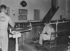 """Dinge en Goete (Things and Stuff): This Day in History: May 8, 1886: Pharmacist first sells a carbonated beverage named """"Coca-Cola"""" as medicine"""