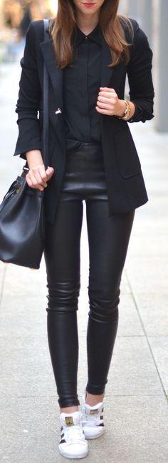 O Couro traz uma riqueza ao look não é  mesmo?!aprovaram essa combinação total Black?