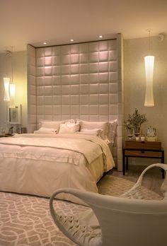 Estúdio da Filha, Casa Cor RJ. | inspiração quarto de casal, confira nosso tour virtual no blog e conheça os ambientes lindos da Mostra, como esse quarto super aconchegante e elegante.