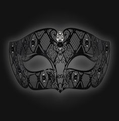 Smoking Lux Mask   A special mask, rickly finished with geometric forms. A stylish and seductive addition for every special situation.