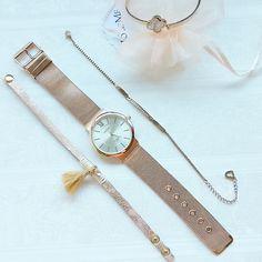 Wie würdet ihr diese #uhr kombinieren? Ist weniger mehr oder ist mehr doch mehr? :)  Roségoldene Uhr und Schmuckstücke jetzt bei #jolieme ganz einfach bestellen.  #trends #fashion #luxus #frankfurt #mode #inspiration