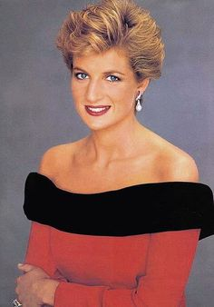 Beautiful in Red  Another portrait of Princess Diana taken in 1991.