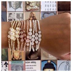 FACEBOOK LIKE DEEL & WIN ACTIE ▫Like onze Facebook pagina ▫Deel dit bericht op je Facebookpagina ▫Reageer welke jij het mooiste vindt onder de Facebook foto (goud, rosé goud of zilver) ▫Tag 5 vriendinnen onder de Facebook foto EN WIE WEET MAAK JIJ KANS OP 1 VAN DEZE MOOIE ARMBANDJES VAN PSCALLME ✔ Pscallme jewellry with PURE gold. www.pscallme.nl #win #pscallme #luxury #facebook #actie #bracelet
