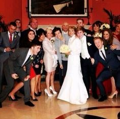 He crashed a wedding wearing a sweatshirt and shorts, Harry Styles everyone
