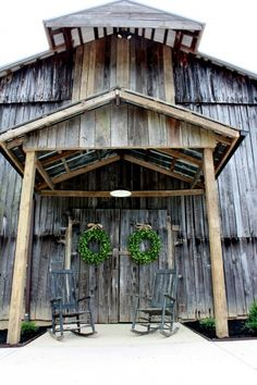 Photography: Ivy Lee Photography // Venue: The Barn at Chestnut Springs #barnwedding