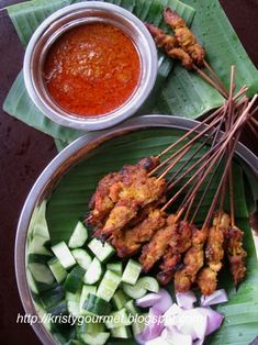 Malaysian Chicken Satay With Peanut Sauce 马来西亚鸡肉沙爹<br> Chicken Satay Marinade, Chicken Marinades, Tandoori Chicken, Spicy Recipes, Asian Recipes, Chicken Recipes, Cooking Recipes, Ethnic Recipes, Easy Recipes
