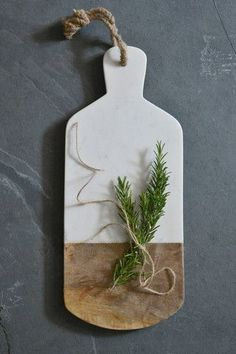 This sophisticated white marble and mango wood serving board is an ideal gift for foodies. It is handmade, fair trade and eco friendly. Kitchen Wood Design, Wood Chopping Board, Cutting Boards, Serving Board, Serving Platters, Kitchen Styling, Natural Living, Handmade Wooden, Christmas Ornaments