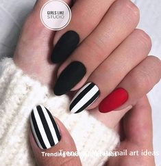 The advantage of the gel is that it allows you to enjoy your French manicure for a long time. There are four different ways to make a French manicure on gel nails. Matte Black Nails, Black Nail Art, Red Nails, Hair And Nails, Black White Nails, Black Manicure, Glitter Nails, Nail Art Designs, White Nail Designs