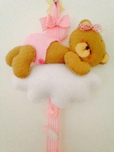 osito bebé con pañal sobre nube