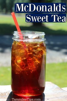 How to make easy Copycat McDonalds Sweet Tea Recipe at home. You can make this restaurant favorite at home easily. This DIY homemade sweet tea only takes a few ingredients. Mcdonald's Sweet Tea Recipe, Sweet Tea Recipes, Iced Tea Recipes, Drink Recipes, Cat Recipes, Best Iced Tea Recipe, Chicken Recipes, Restaurant Drinks, Deserts
