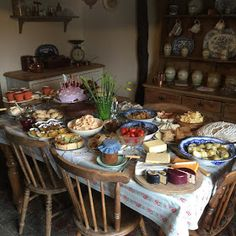 a cozy soul Aesthetic Food, Summer Aesthetic, Farm Life, Country Life, Spring Time, A Table, Table Settings, Sweet Home, Food And Drink