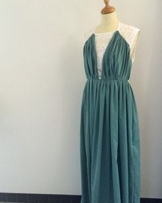 Teal dress in recycled in a mix of polyester and organic cotton and lace made by Opian.  Robe émeraude en polyester recyclé et coton biologique et dentelle fait par Opian Coton Biologique, Polyester, Handmade, Dresses, Fashion, Emerald Gown, Lace Up, Dress Ideas, Lace
