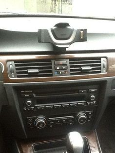 Review & DIY: BMW Station for Apple iPhone