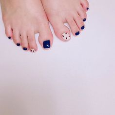 New nails design blue pedicures ideas Pedicure Nail Art, Toe Nail Art, Gel Nails French, Blue Nail Designs, Minimalist Nails, Feet Nails, Trendy Nail Art, Blue Nails, Nails Inspiration