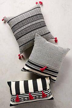 decorative pillows 288511919863615346 - Mercado Global Comalapa Pillow Source by scgselae Sewing Pillows, Diy Pillows, Decorative Throw Pillows, Cushion Covers, Pillow Covers, Pillow Room, Scatter Cushions, Blue Pillows, Soft Furnishings