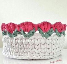 Cestinho fofo e inspirador😍🌷🌷🌷 From Crochet Basket Tutorial, Crochet Basket Pattern, Knit Basket, Crochet Patterns, Crochet Bowl, Crochet Yarn, Crochet Flowers, Crochet Storage, Mode Crochet