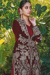 Steal the show with this endearing velvet outfit with intricate yet rich embroidery. The chic yet elegant front open shirt is decorated with embroidered patterns, embellished collar neckline and floral bunches. Hemline is even more enhanced with detailed zardozi work. The back of the shirt has a central large motif on the bodice while the […] The post Maroon Front Open Shirt – Palazzo Pants appeared first on Latest Pakistani Fashion 2020 - Formal Wear - Anarkali - Party Clothing - Pishwas.